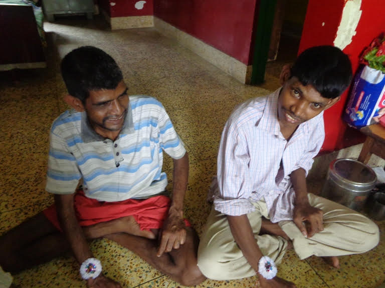 Rakhi at shuktara - Sunil and Ramesh