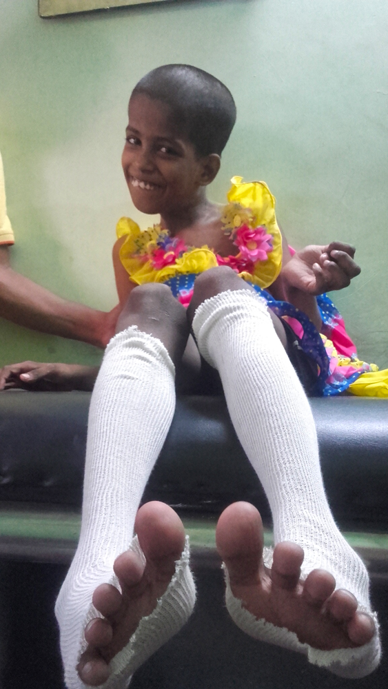 shuktara 2016-04-26 Guria at physio in socks