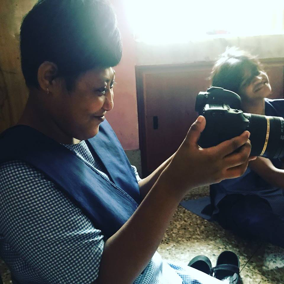 2017 August - Muniya tries out the camera