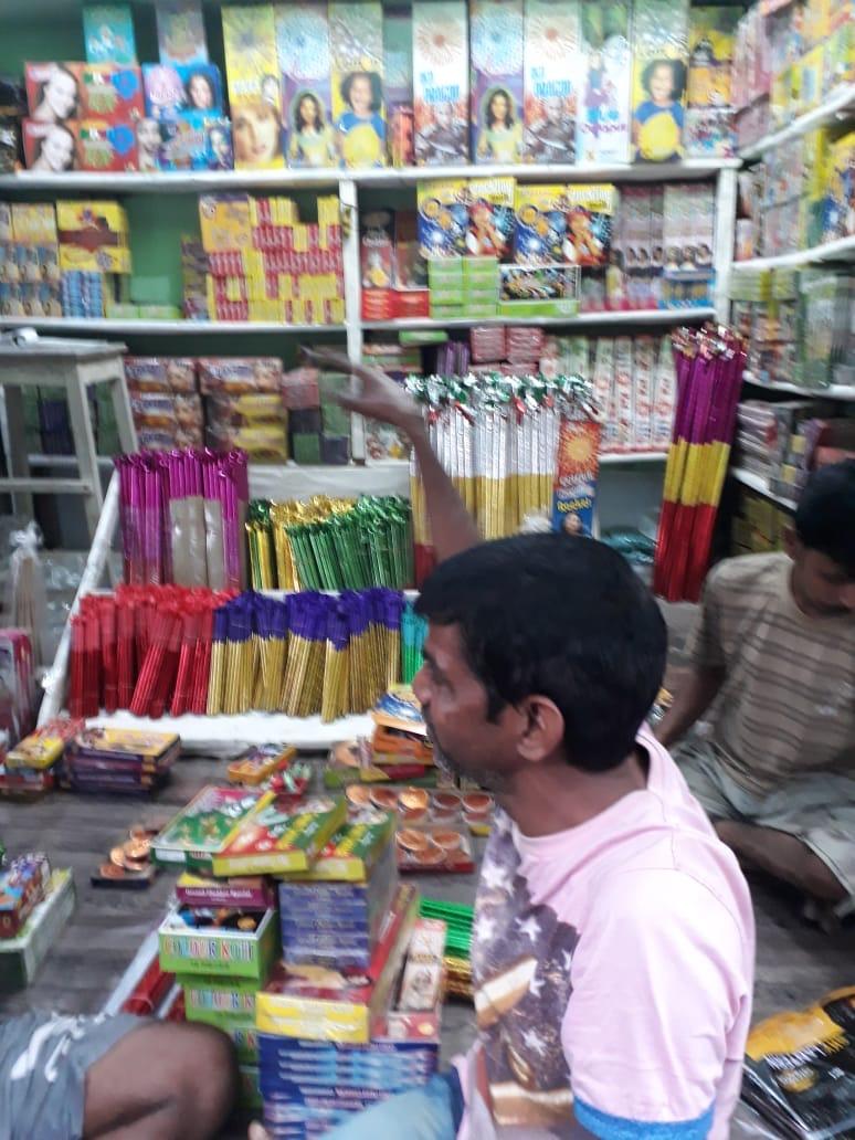 shuktara - Sunil choosing fireworks