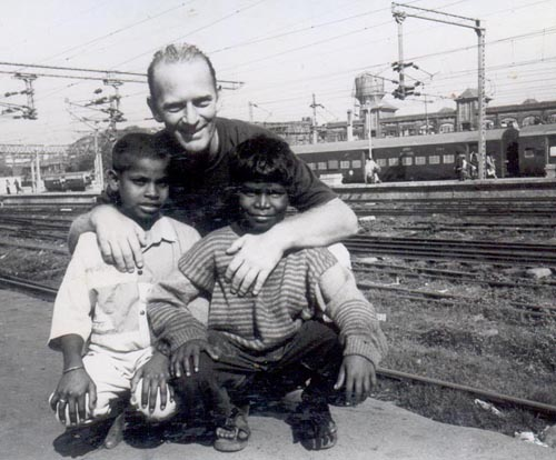 David Earp shuktara founder with Bapi and Rekha at Howrah Station