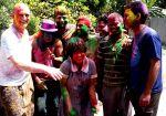 shuktara - David and Muniya hysterical as she covers local boys in green paint powder