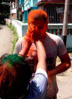 shuktara - Muniya greeting Pappu outside Lula Bari as he arrives to celebrate Holi